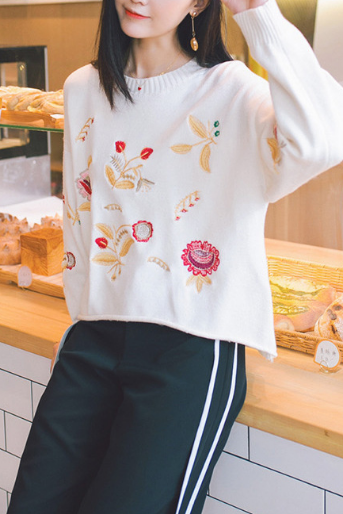 Women Fashion Casual Embroidery Flower Pattern Top Sweater Pullover HY103011